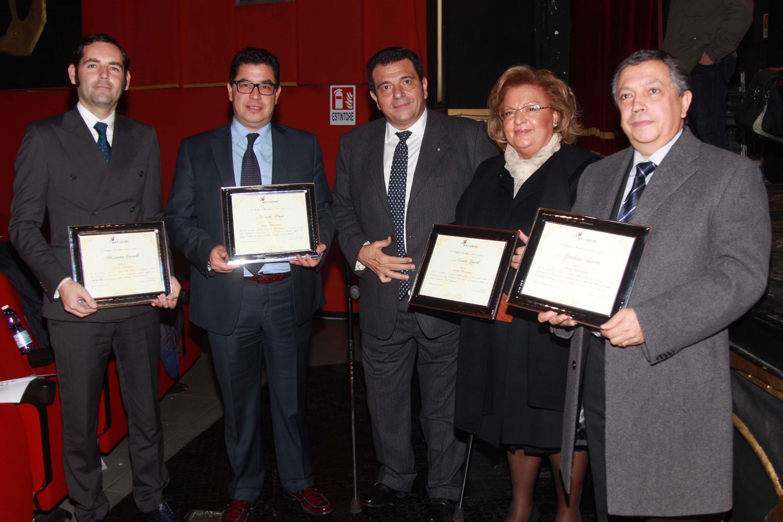 Le onorificenze conferite dalla Fondazione Boccadamo ad Alessandro Casinelli (sinistra), Davide Papa, S.E. Emilia Zarrilli e Gianluigi Ferretti
